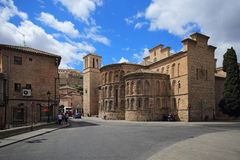 Iglesia Santiago Del Arrabal blisko kościelne bramy Bisagra, Toledo, Hiszpania Fotografia Royalty Free