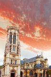 Iglesia Santo-Germán-l'Auxerrois cerca del Louvre. Paris.France. Imágenes de archivo libres de regalías