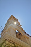Iglesia towar con la luz de Sun Imagen de archivo