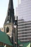 Iglesia vieja con el edificio moderno Imágenes de archivo libres de regalías