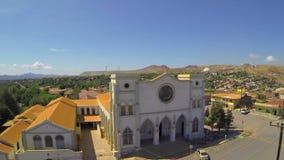 Iglesia vieja de la ciudad de la explotación minera almacen de metraje de vídeo