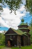 Iglesia vieja de la ciudad rusa antigua Imágenes de archivo libres de regalías