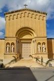 Iglesia vieja de Malta situada en la ciudad de Birkirkara fotografía de archivo