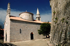 Iglesia vieja en Budva, Montenegro Foto de archivo libre de regalías