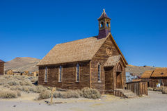 Iglesia vieja en el pueblo fantasma abandonado Bodie Foto de archivo libre de regalías