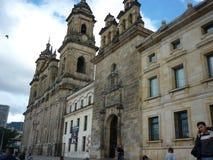 Iglesia vieja en la ciudad Fotos de archivo