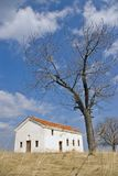 Iglesia vieja en la colina Fotos de archivo libres de regalías