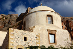 Iglesia vieja en Monemvasia, Grecia fotos de archivo