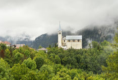 Iglesia vieja en montañas de las dolomías Imágenes de archivo libres de regalías