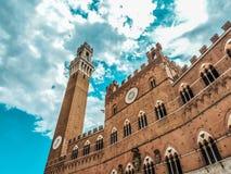 Iglesia vieja en tierra de Siena Fotografía de archivo libre de regalías