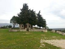 Iglesia vieja en un día nublado Foto de archivo libre de regalías