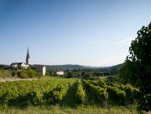 Iglesia vieja en un paisaje francés Fotos de archivo libres de regalías