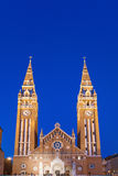 Iglesia votiva en la noche, Hungría de Szeged Fotos de archivo
