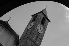 Iglesia y arco de Majourie Italia del lago Fotografía de archivo libre de regalías
