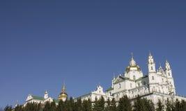 Iglesia y capilla en las montañas Foto de archivo