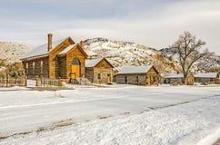 Iglesia y casas preservadas en un pueblo fantasma Imagen de archivo