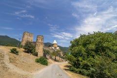 Iglesia y castillo, Georgia de Ananuri Imagenes de archivo