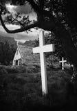 Iglesia y cementerio viejos de Islandia Foto de archivo libre de regalías