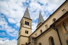 Iglesia y cielo nublado Imágenes de archivo libres de regalías