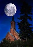 Iglesia y el cielo nocturno Fotografía de archivo