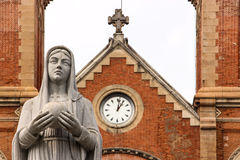 Iglesia y estatua Foto de archivo