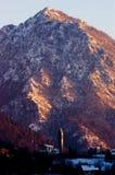 iglesia y montaña Foto de archivo libre de regalías