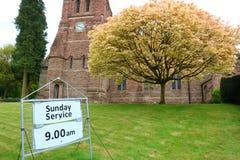Iglesia y muestra del servicio fotos de archivo libres de regalías