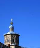 Iglesia y pájaros fotos de archivo