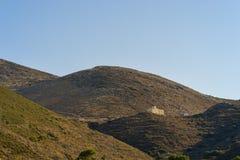 Iglesia y paisaje de la costa de Peloponeso Foto de archivo