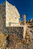 Iglesia y paisaje de la costa de Peloponeso Fotografía de archivo libre de regalías