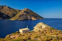 Iglesia y paisaje de la costa de Peloponeso Imagen de archivo