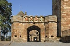 Iglesia y palacio históricos imagenes de archivo