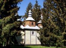 Iglesia y pinos Foto de archivo