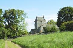 Iglesia y pista de Crighton foto de archivo