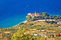 Iglesia y playa en la opinión aérea de Bol Fotografía de archivo libre de regalías