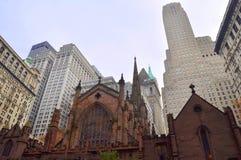Iglesia y raspadores Fotografía de archivo