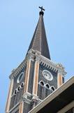 Iglesia y reloj imagen de archivo