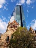 Iglesia y Skycraper Imagenes de archivo