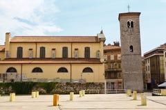 Iglesia y torre de Bell viejas en Rijeka Fotos de archivo libres de regalías