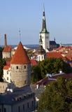 Iglesia y torre, Tallinn del St. Olav Imágenes de archivo libres de regalías