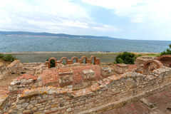 Iglesia y torre viejas en la costa Fotografía de archivo libre de regalías