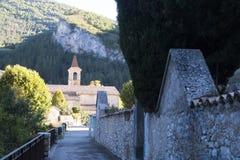Iglesia y un cementerio Imágenes de archivo libres de regalías
