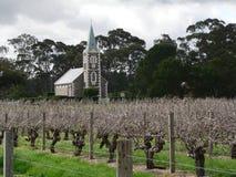 Iglesia y viñedo Fotografía de archivo