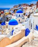 Iglesias azules Oia Santorini de la bóveda Fotografía de archivo libre de regalías