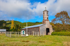Iglesias coloreadas y de madera magníficas, isla de Chiloé, Chile fotografía de archivo