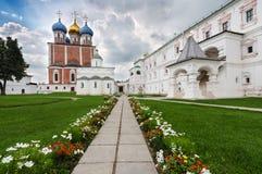 Iglesias en el Kremlin de Ryazan, Rusia fotos de archivo libres de regalías