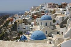 Iglesias en Oia, Santorini Foto de archivo
