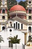 Iglesias griegas multicoloras en Meskla crete imagen de archivo