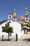 Iglesias griegas multicoloras en Meskla crete imágenes de archivo libres de regalías