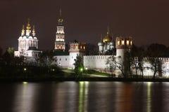 Iglesias ortodoxas rusas en monasterio del convento de Novodevichy Fotos de archivo
